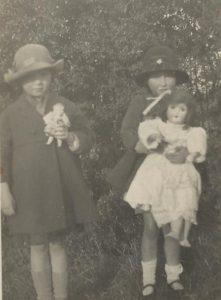 girls-with-dolls